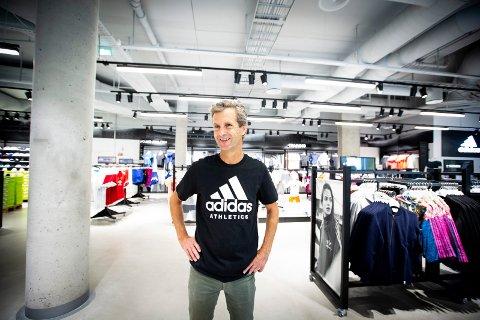 LETTET: Etter flere måneders arbeid, kunne butikksjef Glenn Jeppesen endelig åpne dørene til Adidas-butikken i Lillestrøm.