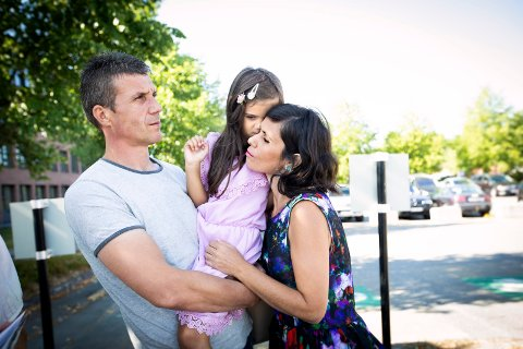 MÅ REISE TIL KOSOVO: Nevruz Rexha, datteren Erina (5) og kona Luljete Nurkasa. Familiefaren må forlate Norge på tirsdag.