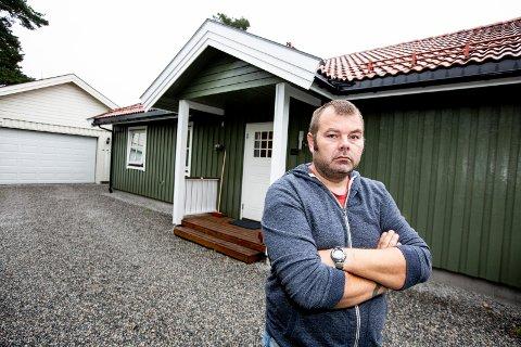 KJØPTE HUS MED SKJEGGKRE: Erik Waal fra Eidsvoll har fått en halv million kroner i erstatning etter at han kjøpte et bolighus fullt av småkryp i 2017.