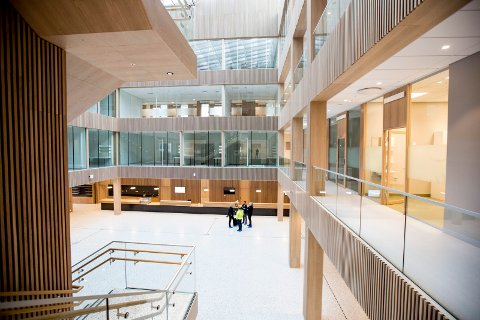 SPLITTER NYTT: LHL-sykehuset på Gardermoen åpnet offisielt i juni. Bildet er fra foajeen.