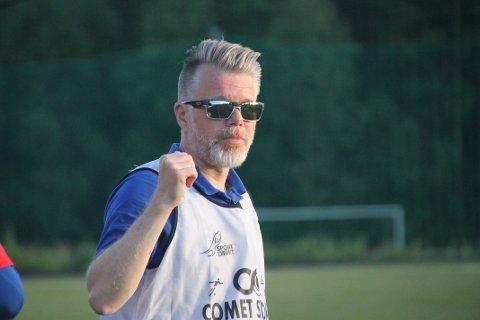 RØDT LYS: Varsellampene blinker rødt for Per Åge Barbakken og Rælingen. Laget har fortsatt ikke vunnet i 4. divisjon denne sesongen og ligger på en solid jumoplass med ett poeng etter syv serierunder.