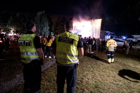 Politiet er godt synlige på Nebbenfestivalen. FOTO VIDAR SANDNES