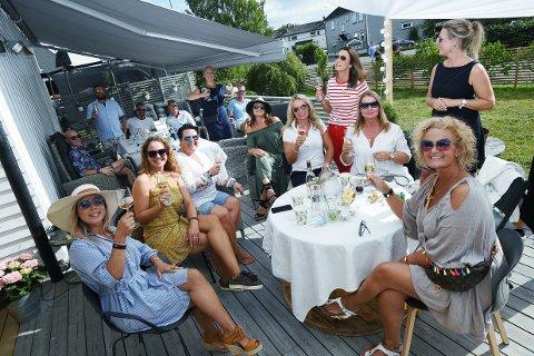 Ranja Hodt (f.v), Christine Thaulow, Anita Engebråten, vertinne Linn Løken Holtquist, Anne Holt Warming og Heidi Wolden lader opp til festival.