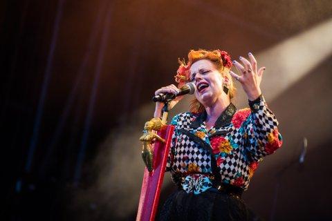 Silya, som selv bor i Gjerdrum, er blant artistene som spiller under Gjerdrumsfestivalen lørdag. – Gleder meg til å være med å feire vakre Gjerdrum ved å spre deilige positive vibber og musikk som skal ljome i hele Romerike, sier artisten til Romerikes Blad.