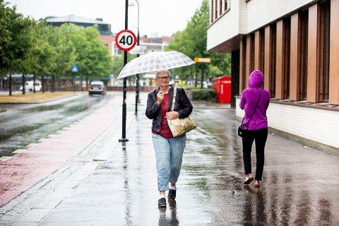 FORNØYD: Magel Olsen fra Lillestrøm er svært fornøyd med regnværet onsdag formiddag.