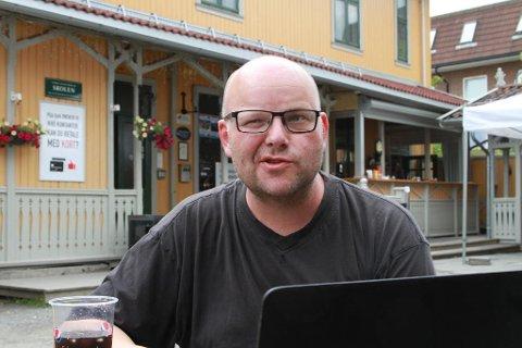 Eirik Elin Stillingen tok kvinnenavnet Elin som sitt mellomnavn i november 2016. Han er folkeregistrert med både  manns- og kvinnenavn.