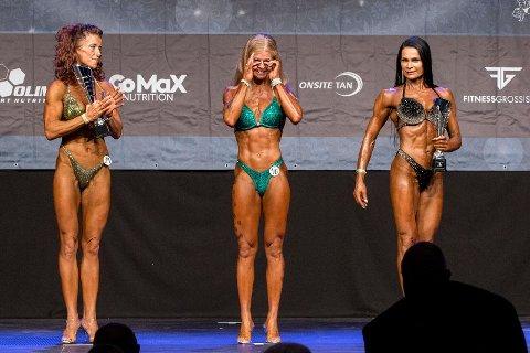 TOK TIL TÅRENE: Veronika Olijnyk (midten) klarte ikke å holde tårene tilbake da hun fikk vite at hun hadde vunnet masterklassen i bodyfitness lørdag.