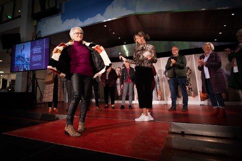 """FOTOGEN: Anna Marie (76) ble invitert til Strømmen Storsenter sin """"catwalk"""" etter at hun ba om at de eldre også må få en plass i senterets motebilde. FOTO: LISBETH LUND ANDRESEN"""