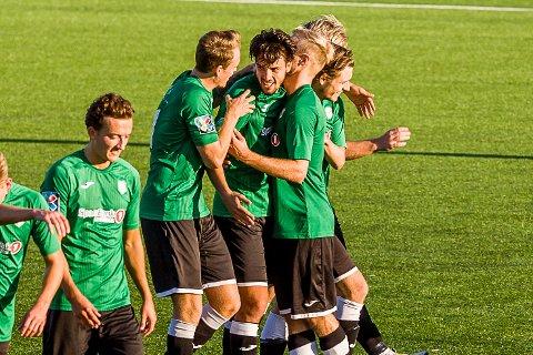 STERKT KOLLEKTIV: Bunnsolid forsvarsspill og et sterkt kollektiv har ført Gjelleråsen opp på 2. plass av tabellen i Regionsligaen etter åtte serierunder.