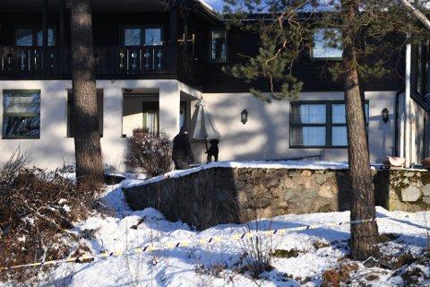 KRIMTEKNISK: Dagen etter offentliggjøringen av saken, gjennomførte Kripos krimtekniske undersøkelser utenfor familiens bolig.