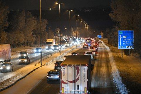 MYE TRAFIKK: Slik ser det ut på E6 mellom Grankrysset og Kløfta.