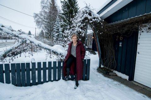 FORTVILET: – Jeg har søvnløse netter. Det har gått så langt som til at jeg ikke lenger føler at dette er eiendommen min, sier Lillian Buen.