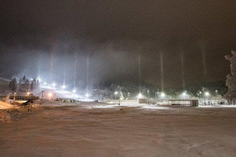 ÅPNET FØR JUL: Marikollen skisenter åpnet i uke 51. Værmeldingen kan være godt nytt for flere skisentre på Romerike, som har ønsket seg både snø og minusgrader.