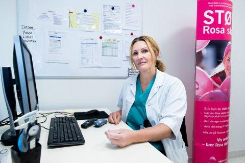 SVARER PÅ SPØRSMÅL: Ahus-kirurgen Joanna Majak Gundersen vil mandag svare på alle spørsmål du måtte ha om brystkreft.