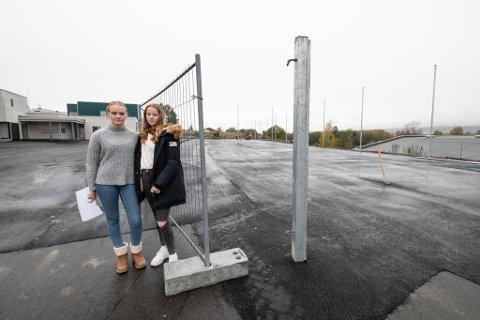 SKUFFET: Elevrådsleder Pernille Skaseth og Fride Vedeler (14) er skuffet over å ikke bli hørt av kommunen.