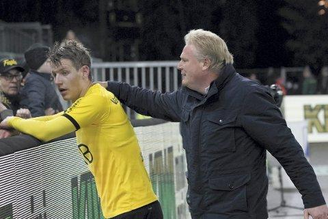 Klapp på skuldra: Jörgen Lennartsson var lykkelig over at Thomas Lehne Olsen leverte akkurat som han spådde. Hedmarkingens formstigning ga mål og et viktig poeng. Begge foto: NTB scanpix