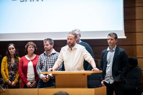 FÅR KRITISKE SPØRSMÅL: Allerede i det første kommunestyremøte ordfører Eyvind Schumacher ledet tirsdag ble han stilt til veggs av tidligere ordfører Tom Staahle.