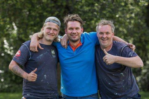 Viktor Høvik (f.v.) programleder Rune Haraldsen og malermester Fredrik Martinsen har travle dager i oppussingsprogrammet som går nesten hver dag på TV Norge.