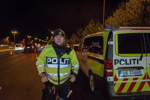FORNØYD: Kontrolleder Thomas Listerud mener politiet hadde et høyt kontrollvolum, samtidig som det var lite kø. Han er derfor svært fornøyd med gjennomføringen.