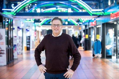 Tøffe tider: Per Kristian Trøen er stolt av at Strømmen Storsenter for aller første gang ble Norges største kjøpesenter i omsetning i april i år. Men samtidig innrømmer han at det er tøffe tider. Tre butikker har gått konkurs på senteret i løpet av kort tid. Foto: Vidar Sandnes