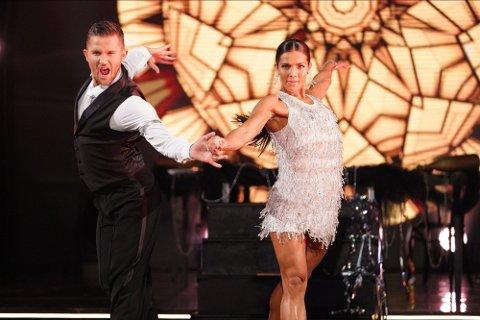 Den hvite kjolen med dråper av krystaller som Jørgine hadde på seg i det åttende programmet av årets «Skal vi danse», er en av kostymeansvarlig  Hannes favoritter. Foto: Espen Solli / TV 2