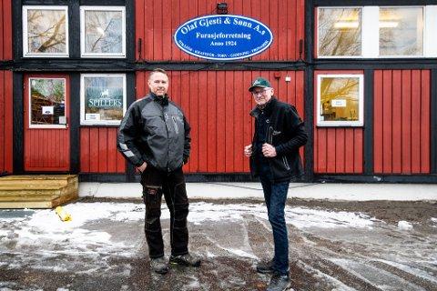 FORNØYDE: Etter flere år på utsikt etter lokaler på Romerike, har (t.v) Jørgen Gjesti og Harald Gjesti, endelig funnet den ideelle plasseringen på Hellerud Gård.