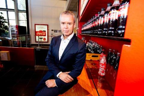 INSPIRERENDE: Direktør Stein Rømmerud ved Coca-Cola European Partners i Lørenskog sier det svenskene gjør for å øke andelen resirulert plast i flaskene er inspirerende.