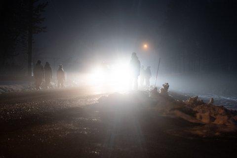 MYE TRAFIKK: Slik så det ut når barna i Sørbygda grendelag gikk til skolen mandag morgen.