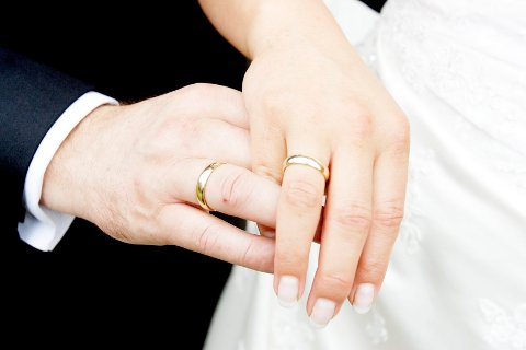 Bare 7.630 par giftet seg i Den norske kirke i fjor, det er en andel på 36,4 prosent. Foto: Stian Lysberg Solum / NTB SCANPIX