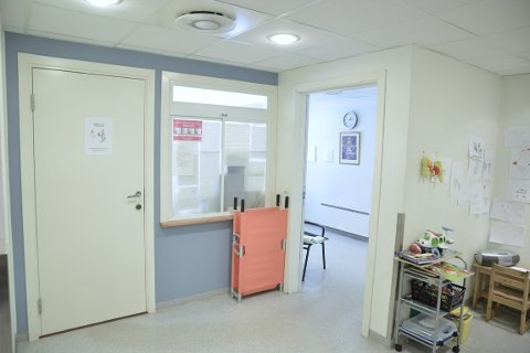 FØLGER IKKE KRAV: – Slik situasjonen er i dag så er det vanskelig å gi den nødvendige hjelpen til pasienter og samtidig ivareta legene, sier lege på legevakta.