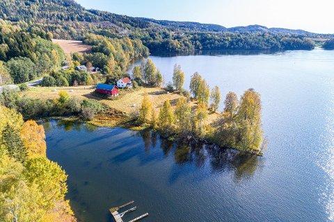IDYLLISK: Halvøya stikker ut i Vorma.