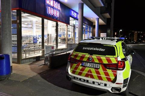 VOLD: Det var i forbindelse med et tyveri i denne butikken tirsdag kveld at vekteren skal ha blitt overfalt og utsatt for vold av flere ungdommer.