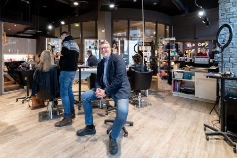 FORNØYD: Sven Arild Bjørnstad gleder seg over at frisørene hans treffer kundene.