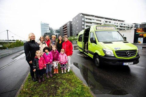 PÅ BESTILLING: Romerikes Blad var med på minibussens debut tur i midten av juni i år, sammen med Tre Troll barnehage, Lørenskog- ordfører Ragnhild Bergheim og pensjonisten Iris-Eveline Johansen.
