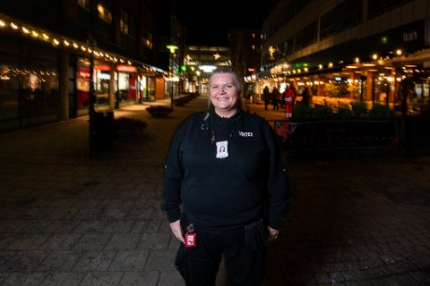 LANG ERFARING: Therese Brattbakken Holm har jobbet som vekter og ordensvakt i åtte år. For to år siden startet hun sitt eget firma.