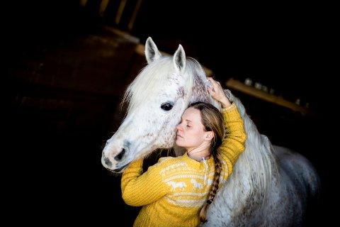 UNNGIKK KVERKE: Araberen: Zevita er den eneste av hestene til Monica Isenlin Evang som ikke fikk kverkesyken. Hun er derimot forfangen.