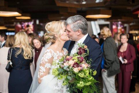Gift i kjøpesenteret: Ekteparet Anne Lise Nygård (47) og Håkon Kvalsnes (55) fra Lørenskog giftet seg i Lillestrøm Torv, etter å ha vunnet fram i konkurranse med 60 andre par.