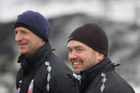OPTIMISMEN TILBAKE: Kjetil Rydje (t.v.) og trenerkollega Roar Ness gleder seg over at Aurskog-Hølands skadesituasjon ser betydelig lysere ut enn i vår.
