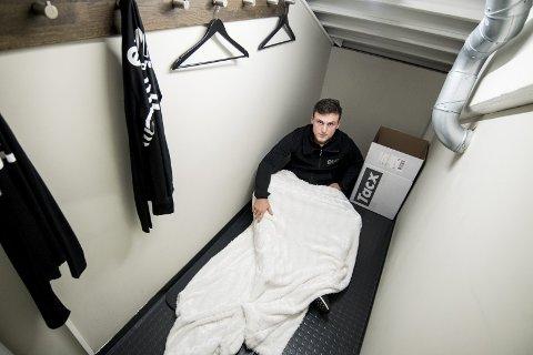 Argjent sov over 50 netter på et kott på treningssenteret i fjor.