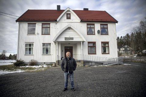 Andre etasje, til venstre: Forsamlingslokale i første etasje, to leiligheter i andre. Palle Wagnberg bor i leiligheten til venstre. ALLE FOTO: MARIANNE ENGER