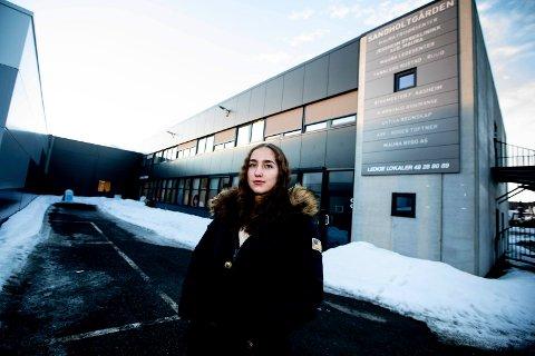 RINGTE LEGESENTERET: Onsdag 13. februar hadde våknet Hanna Karlsmoen (16) med feber. Hun ringte derfor til legesenteret for å få en legeattest, men dette nektet legesenteret å gi henne.