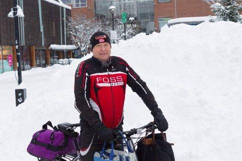 FORNØYD: Sykkelbud Øivind Langset er positiv til brøytemannskapene i Skedsmo kommune.