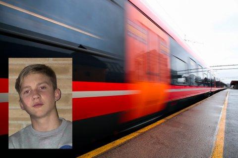 TOGET RISTET: Eskil Smidesang Edh (16) opplevde en dramatisk togtur der toget ristet og vinduene sprakk.