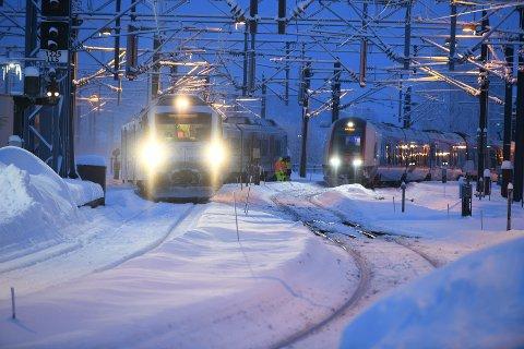 TOK TID: Det tok lang tid å få fjernet det avsporede toget.