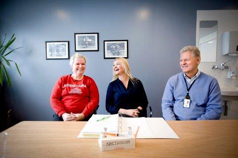 UTEN ABSTINENSER: Stina Andreassen (t.v.) er hver måned innom kontoret til forskningssykepleier Linn Wergeland Digranes for å få sprøyta som tar bort virkestoffet i heroin. Forskningsprosjektet ledes av seniorforsker og leder av forskningsgruppen for rus ved Ahus Lars Tanum.