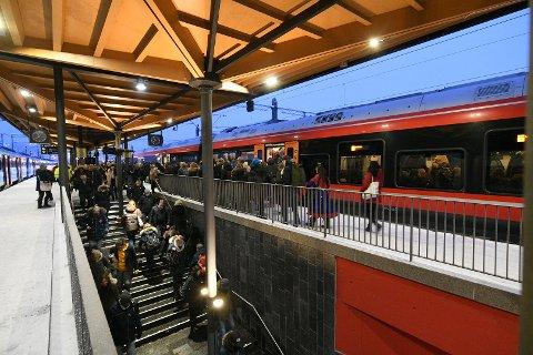 FLERE REISER KOLLEKTIVT: Veksten i kollektivtrafikken i Akershus var 4,9 prosent i fjor.