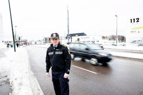 BER OM HJELP: Etterforskningsleder i Skedsmo politistasjonsdistrikt, Bjørn Bratteng, oppfordrer bilister til å være observante på mistenkelige trafikanter.