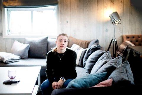 – BLIR DRATT NED I DRAGSUGET: Elin Marie Jahren har blitt offer for regelendring hos Nav. Nå frykter hun at hun må selge leiligheten for å overleve hverdagen med sønnen på ni år.
