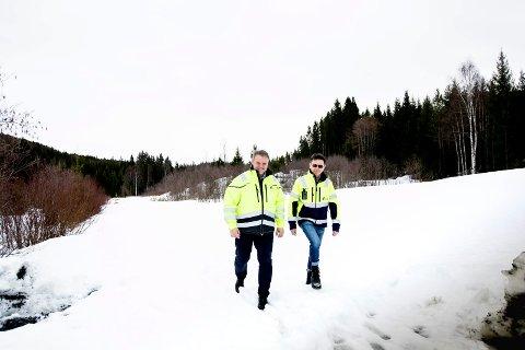 STORE PLANER: NRV IKS planlegger biogassanlegg i Krogstad miljøpark i Sørum. Her med Thomas Tromborg, daglig leder for NRV IKS og Gunnar Bjørnson, avdelingsleder utvikling for utvikling. FOTO: LISBETH LUND ANDRESEN