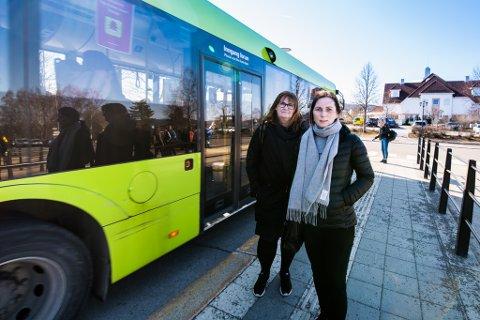 RUTE ENDRES: Tove Granum (t.v.) og Ann Magrit Korsvold er skuffet over at den populære pendlerbussen ikke lenger skal gå helt til Blindern.